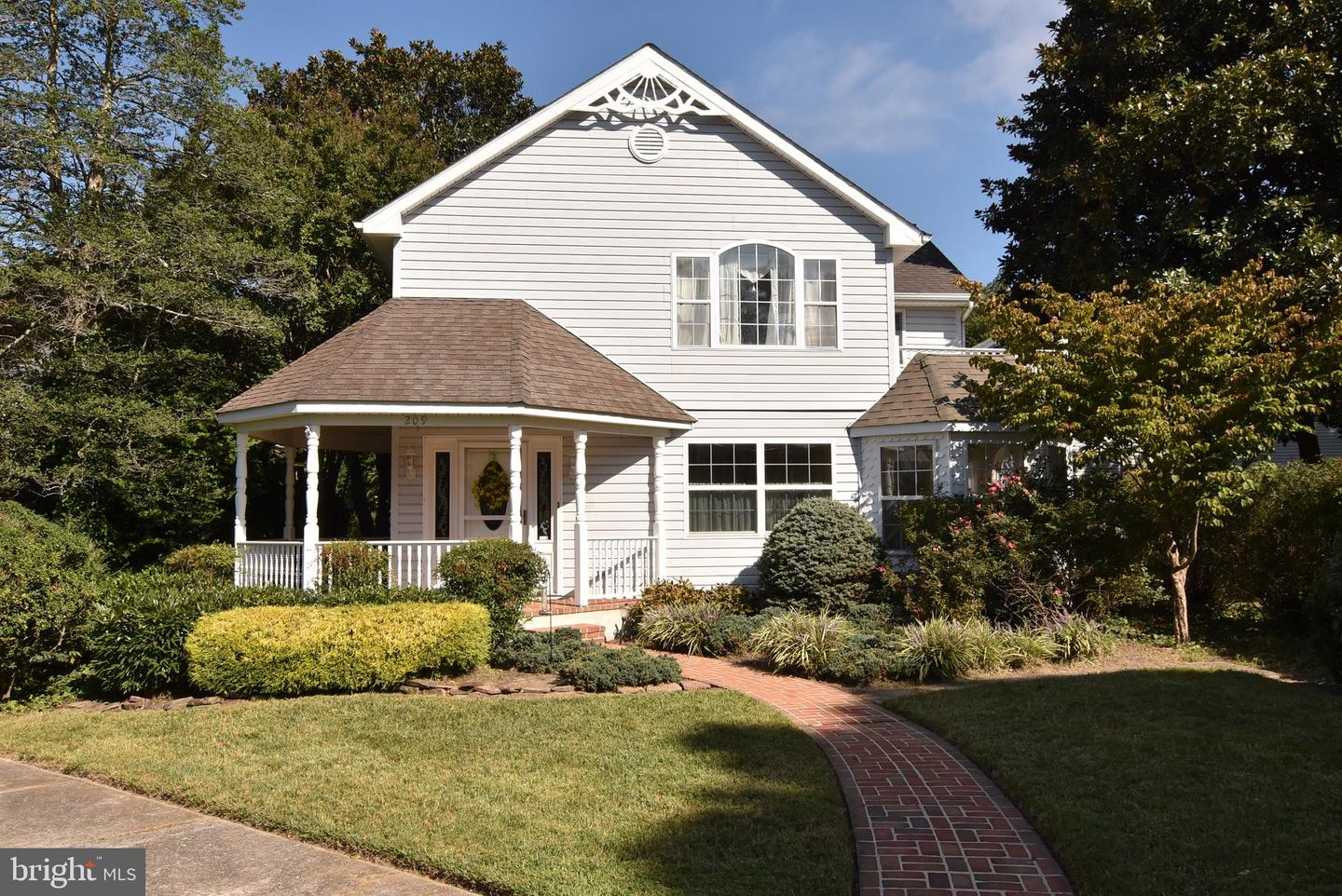 209 LAKE DR   - Best of Northern Virginia Real Estate